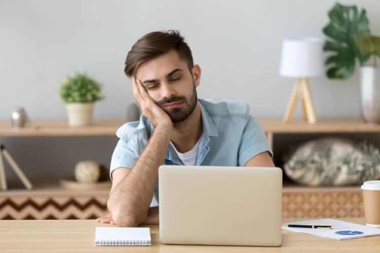 従業員のストレスの原因と生産性との関係を解説