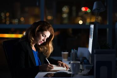 仕事が遅い人の特徴とは?改善するためのアイディアを紹介