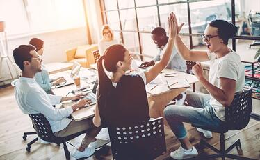 チームワークとは?重要な理由や高める方法について解説