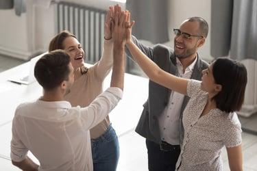 ホーソン効果とは?社員は見られることで良い方向へと変わる!