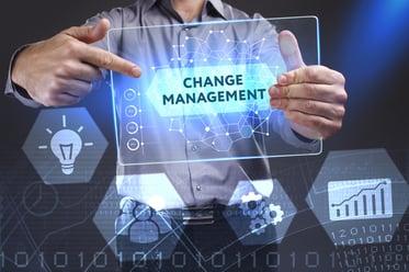 変革管理(チェンジマネジメント)とは?意味・重要性と8つの段階を解説