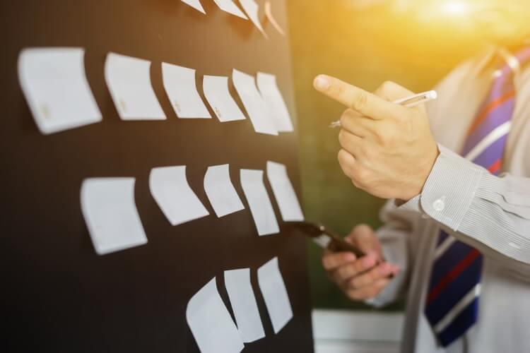 プロジェクト管理でチャットツールを利用するメリット・デメリットとは